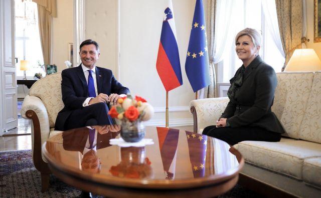 Razen vprašanja arbitraže, ki je za Slovenijo zaprto, za Hrvaško pa ne, imata državi vsa druga področja sodelovanja urejena, je prepričan Borut Pahor.FOTO:Twitter profil Boruta Pahorja
