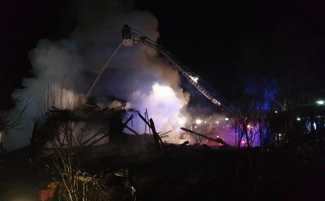 Po neuradnih ocenah je požar povzročil za več kot milijon evrov škode. FOTO: PGD Cerklje
