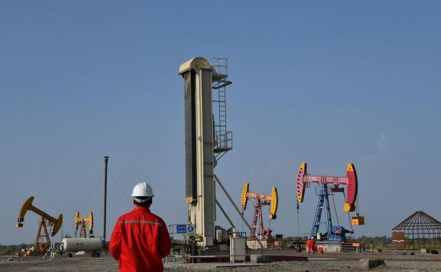 Kitajska sama pridobi le manjši del nafte, ki jo potrebuje. FOTO: Reuters