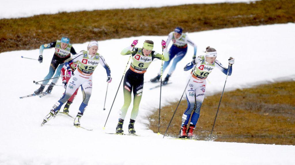 FOTO:Umetni sneg tudi za smučarje tekače