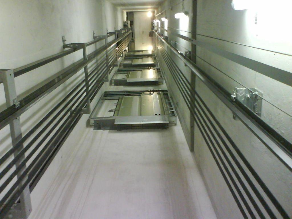 Popravilo dvigala usodno za serviserja