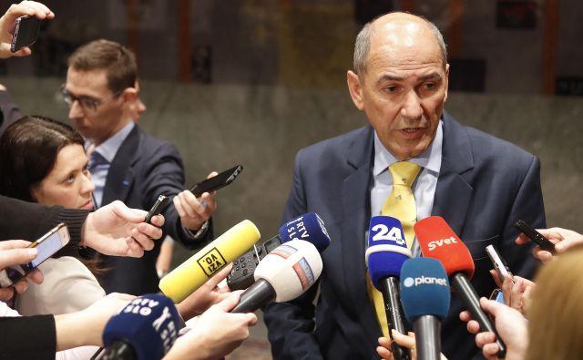 Janez Janša, predsednik SDS, je glede pogovorov o novi koaliciji optimističen FOTO: Leon Vidic/Delo
