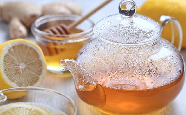 Na čebelarski zvezi so previdni pri navajanju zdravilnih lastnosti medu, toda tudi če samo prija, je še vedno zelo blagodejen pri preganjanju bolezni. FOTO: Shutterstock