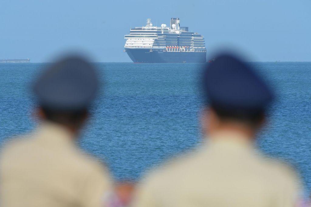 Po zavrnitvi petih pristanišč križarki dovoljeno zasidranje v Kambodži