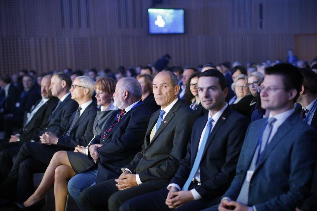 FOTO:Bo jutri Janez Janša sporočil odločitev, ali bo mandatar?