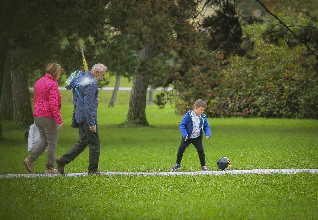 FOTO:Bo mednarodni dan starejših zasenčen ali obogaten?