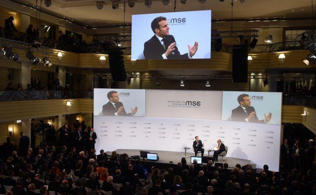 Francoski predsednik Emmanuel Macron je v pogovoru s predsedujočim konferenci Wolfgangom Ischingerjem izjavil, da se ne moremo stalno zanašati na ZDA, razmišljati moramo tudi na evropski način. FOTO: AFP