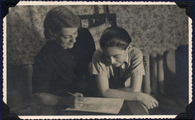 Michael Gruenbaum z mamo v povojni Pragi Foto arhiv Michaela Gruenbauma