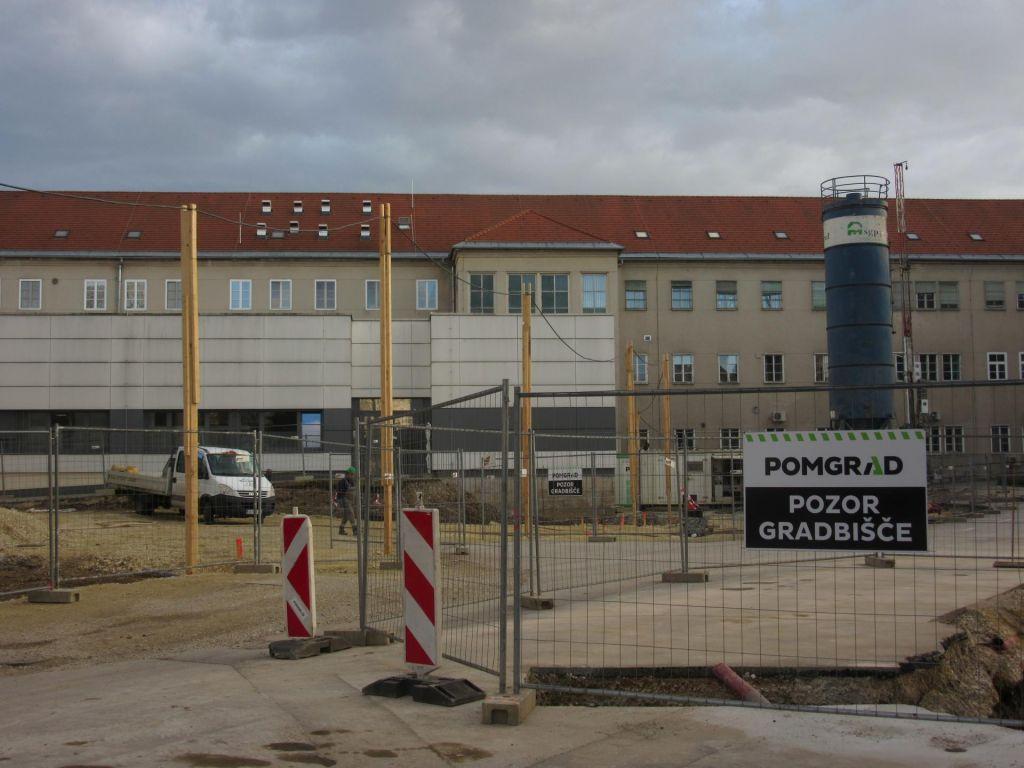 Inšpektor zahteval ustavitev gradnje bolnišnice