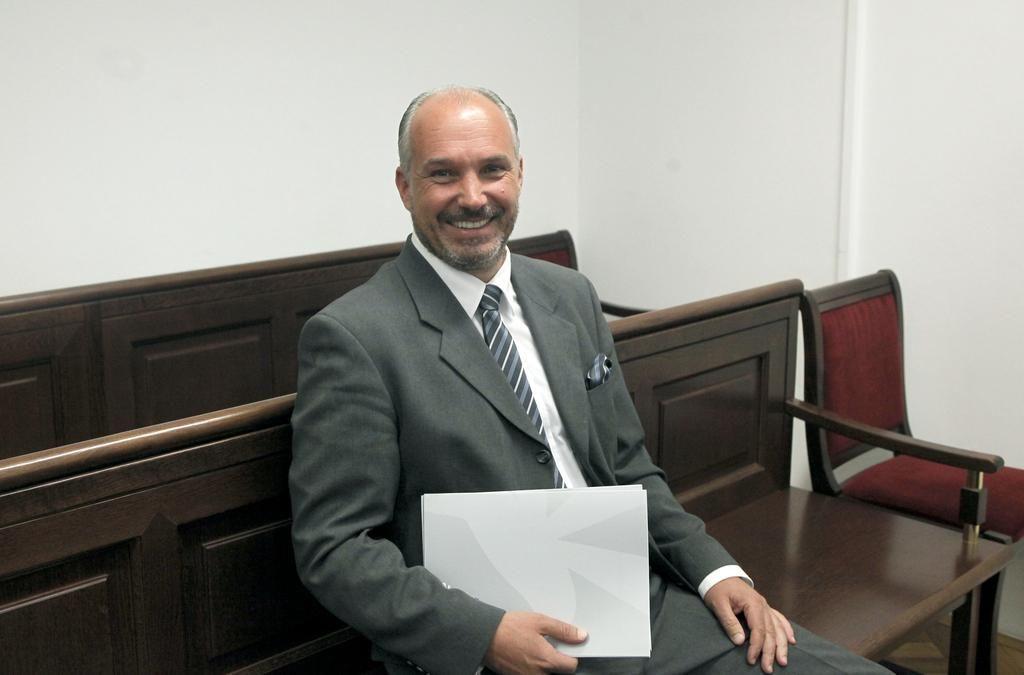 Vrhovno sodišče razveljavilo obsodbo predsednika VZMD zaradi zlorabe notranje informacije