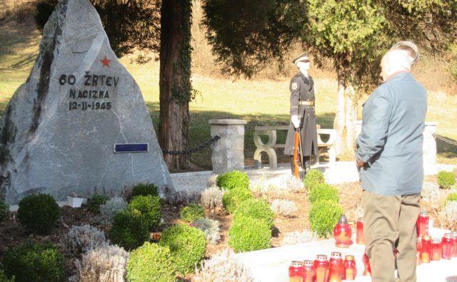 Frankolovskim žrtvam, ki so pokopane v dveh grobovih, so se poklonili ob 75-obletnici okupatorskega zločina. FOTO: Špela Kuralt/Delo