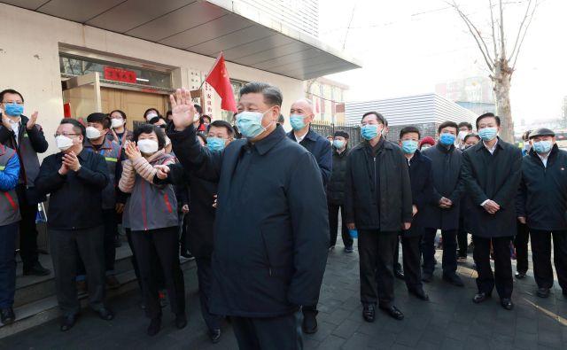 Podoba Xi Jinpinga kot močnega voditelja je zaradi smrtonosnega koronavirusa pred resno preizkušnjo.<br /> Foto Reuters