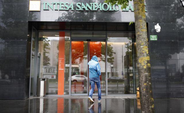 Intesa Sanpaolo Bank se je lani po bilančni vsoti uvrstila na šesto mesto med slovenskimi bankami. Foto Blaž Samec