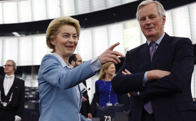 Predsednica evropske komisije Ursula von der Leyen in glavni evropski pogajalec za brexit Michel Barnier med nedavnim zasednjem evropskega parlamenta v Strasbourgu. Foto: FREDERICK FLORIN / AFP