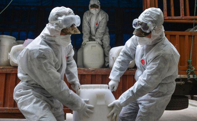Koronavirus je prodrl globoko v politična pljuča azijske sile. FOTO: AFP