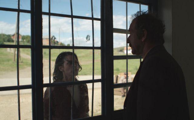 Tri Dritare dhe një Varje - Tri okna in obešenje Foto Tvs