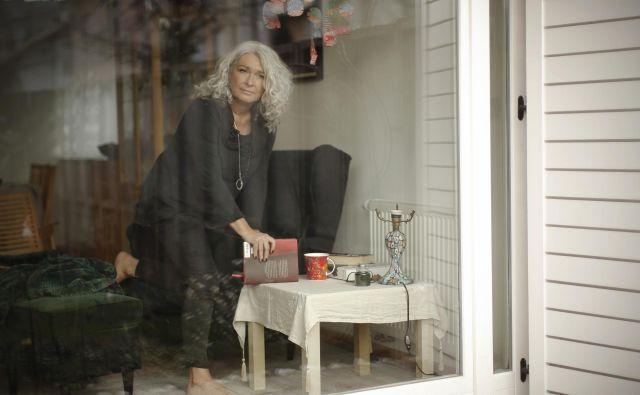 Alenka Stanič je svetovalka za ključne kadre, kar pomeni, da je tista ženska, ki jo pokličete, ko želite na ključna mesta v podjetju postaviti ljudi, ki bodo poskrbeli, da bodo procesi tekli optimalno. Foto: Jure Eržen