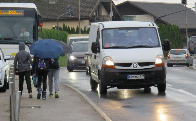 Več kot deset tisoč motornih vozil na dan ogroža prebivalce Vodic. FOTO: Bojan Rajšek/Delo