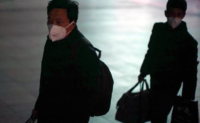 Novi koronavirus je na Kitajskem zahteval že 1770 življenj, do sedaj pa so zabeležili več kot 70.500 okužb. FOTO: Aly Song/Reuters