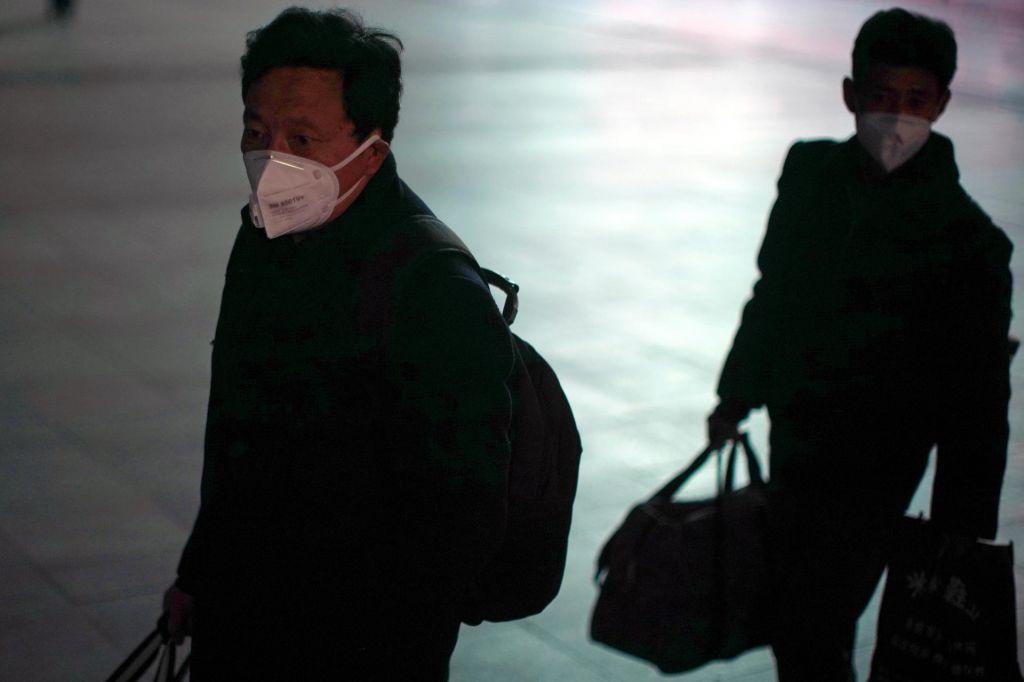 FOTO:WHO: Število okuženih upada, a je prezgodaj trditi, da se bo ta trend nadaljeval