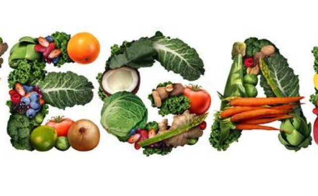 Pri britanskem časniku Guardian so preučili, zakaj se za vegetarijanstvo in veganstvo odloči več žensk kot moških. Splošno razširjenemu stereotipu, da je meso odraz moškosti, namreč pritrjuje več raziskav v državah po vsem svetu, vse od Švedske pa do Avstralije, ki so pokazale, da je odstotek moških veganov dosti nižji od odstotka ženskih. Foto: Shutterstock
