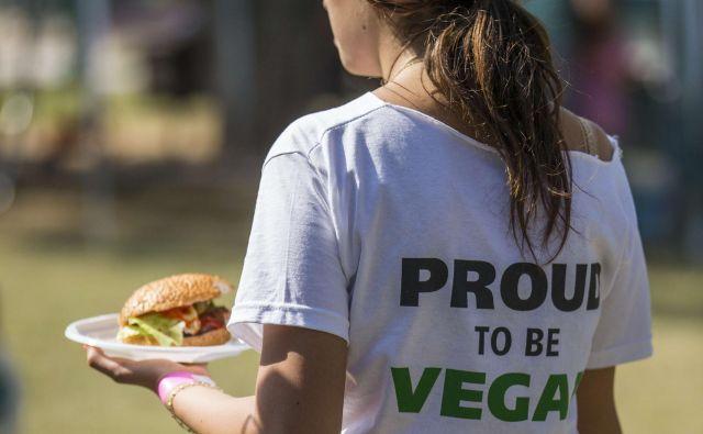 Pri britanskem BBC-ju so preučili, zakaj se za vegetarijanstvo in veganstvo odloči več žensk kot moških. Splošno razširjenemu stereotipu, da je meso odraz moškosti, namreč pritrjuje več raziskav v državah po vsem svetu, vse od Švedske pa do Avstralije, ki so pokazale, da je odstotek moških veganov dosti nižji od odstotka ženskih. FOTO: Jack Guez/Afp