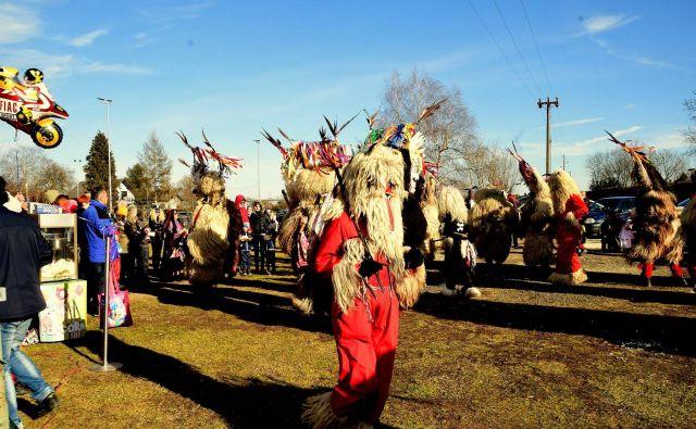 Pust ima z etnološkega vidika v slovenski zgodovini veliko vlogo, ponekod se že stoletja ohranjajo pustni običaji in liki, ki se prenašajo iz generacije v generacijo in so vpisani v register nesnovne dediščine Slovenije. Foto: Picasa