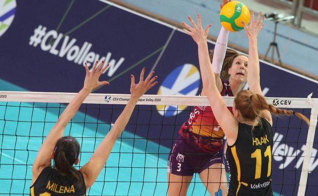 Maja Košenina je s soigralkami le dočakala osvojeni niz v ligi prvakinj. FOTO: Tadej Regent