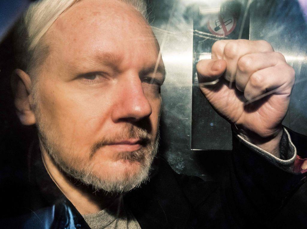 Več kot 100 zdravnikov opozorilo na neustrezno zdravstveno oskrbo Assangea