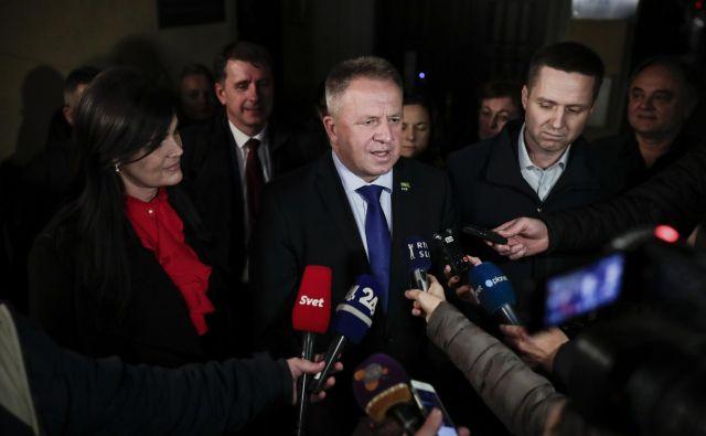 Svet SMC je pooblastil Zdravka Počivalška za nadaljnje pogovore z Janezom Janšo. FOTO: Uroš Hočevar