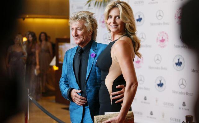 Rod Stewart z ženo, 185 centimetrov visoko Penny Lancaster FOTO: Reuters