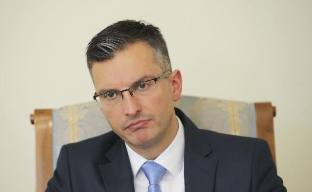 Marjan Šarec je dogajanje včeraj označil za napad na policijo brez primere, na Twitterju se je oglasil tudi danes. FOTO: Jože Suhadolnik/Delo