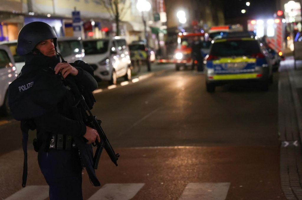 V streljanju v mestu Hanau umrlo najmanj osem ljudi