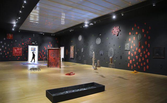 Razstavne dvorane Moderne galerije zapolnjuje kdaj privlačna, kdaj travmatična fantastika V.S.S.D. FOTO: Jože Suhadolnik/Delo