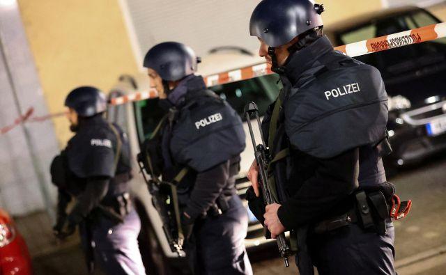 Do streljanja je prišlo včeraj okoli 22. ure. FOTO: Kai Pfaffenbach/Reuters