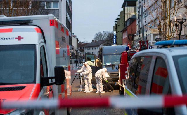 Motiv 43-letnega napadalca naj bil ksenofobija. FOTO: Thomas Lohnes/AFP