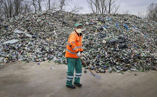 14 let čakajo na ureditev sistema ravnanja z odpadki. FOTO: Jože Suhadolnik/Delo