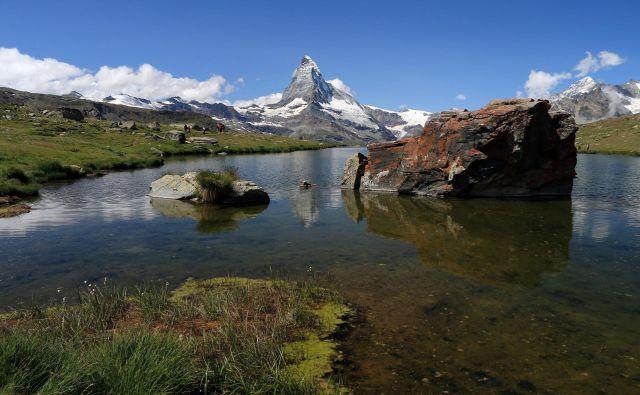 Reke v Švici vsebujejo ostanke pesticidov, v jezerih se razraščajo alge in vodne rastline zaradi čezmernega gnojenja zemljišč. FOTO: Reuters