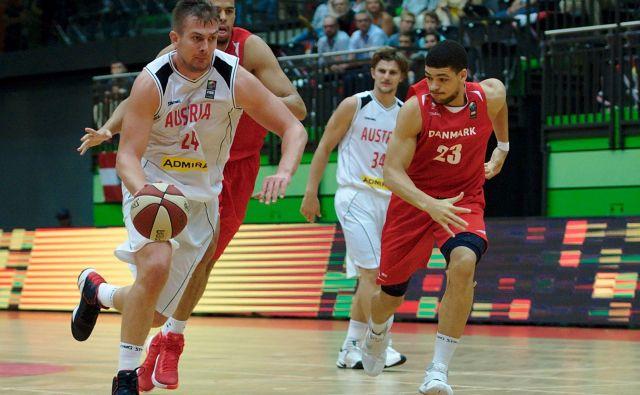 Rašid Mahalbašić (z žogo) je najnevarnejši košarkar Avstrije, a ga ne bo v Koper. FOTO: Fiba
