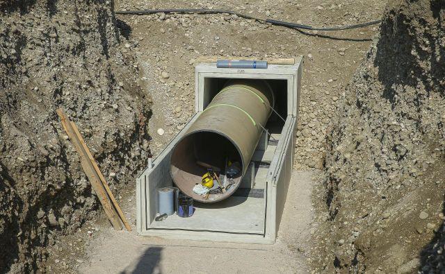 Pred poletjem naj bi začeli z gradnjo kanalizacije in čistile naprave v občini Log - Dragomer. Fotografija je simbolična. FOTO: Jože Suhadolnik/Delo