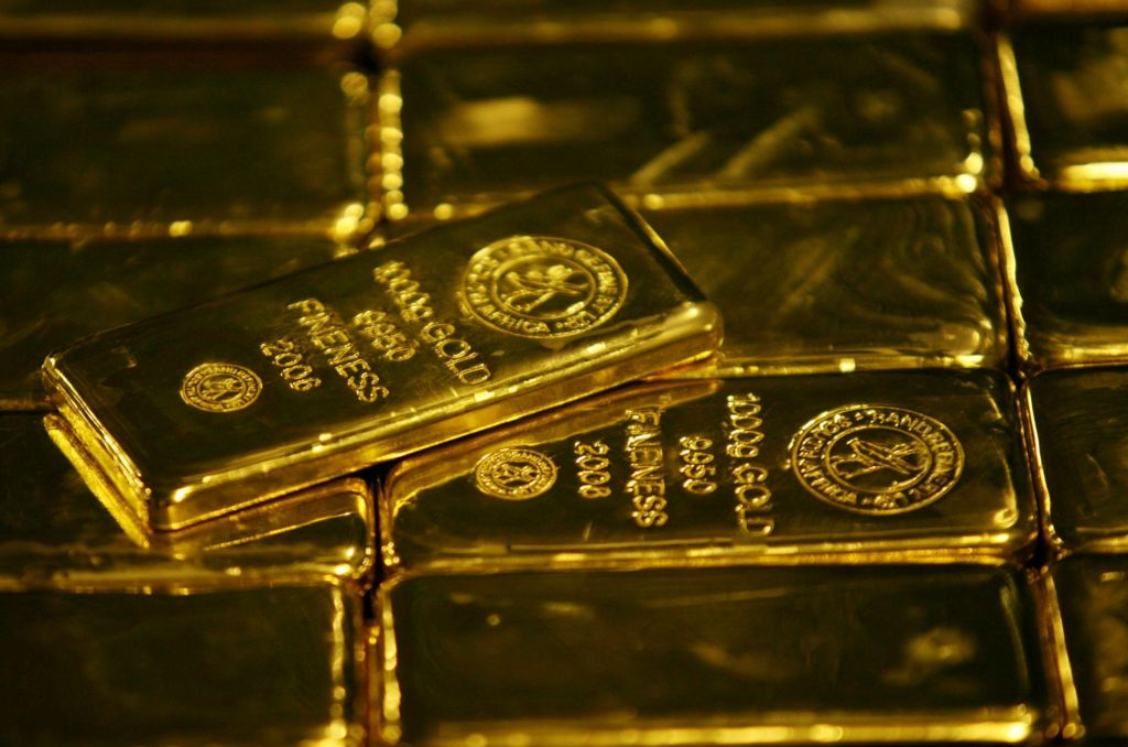 Koronavirus in strah pognala cene zlata v rekordne višave
