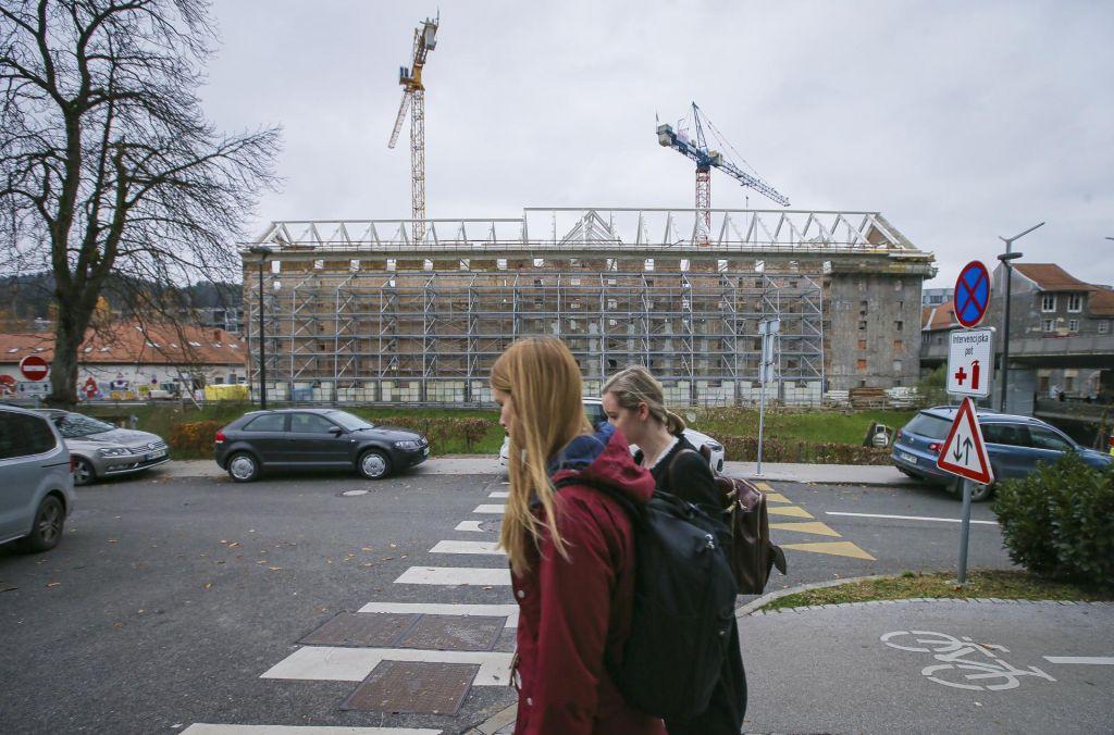 Bistveno več stavb bo treba prenoviti