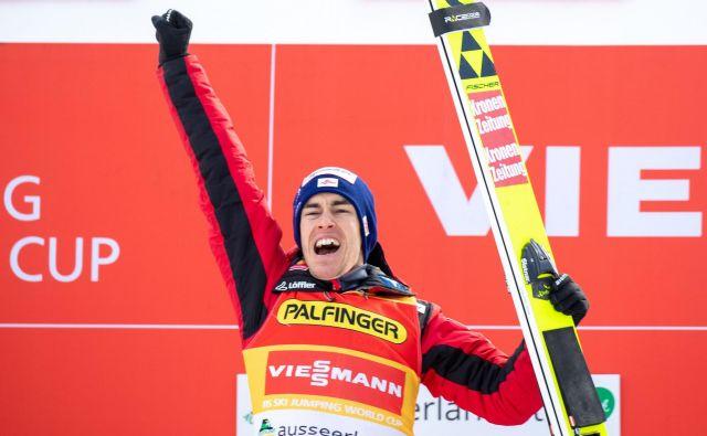 Avstrijec Stefan Kraft je zmagovalec druge tekme v Romuniji. FOTO: AFP