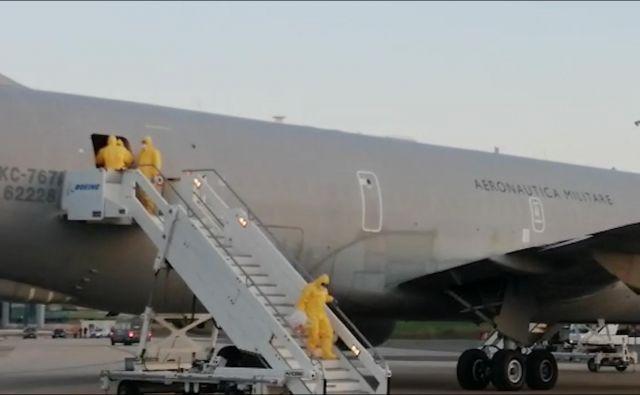 Potniki z ladnje Diamond Princess se počasi vračajo domov. FOTO: Reuters