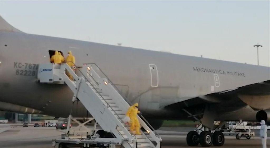 V Slovenijo sta se vrnila druga dva potnika z ladje, dva obolela ostajata na Japonskem