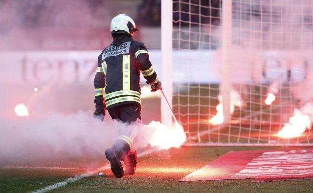 Kaznovali bodo tudi organizatorja tekme. FOTO: Leon Vidic