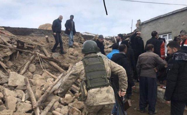 Potres je pretresel obmejno območje med Turčijo in Iranom. FOTO:Devil19900/Twitter