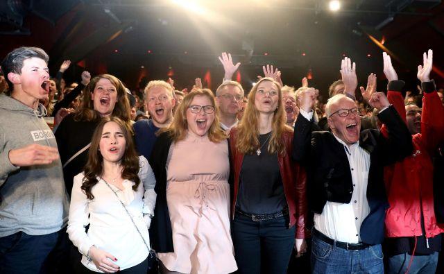 Veliko veselje v SPD ob razglasitvi rezultatov vzporednih volitev v Hamburgu. Foto: Reuters