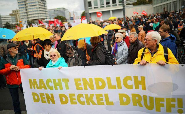 Protesti z zahtevo po »najemninski kapici« v Berlinu oktobra lani. FOTO: Hannibal Hanschke/Reuters