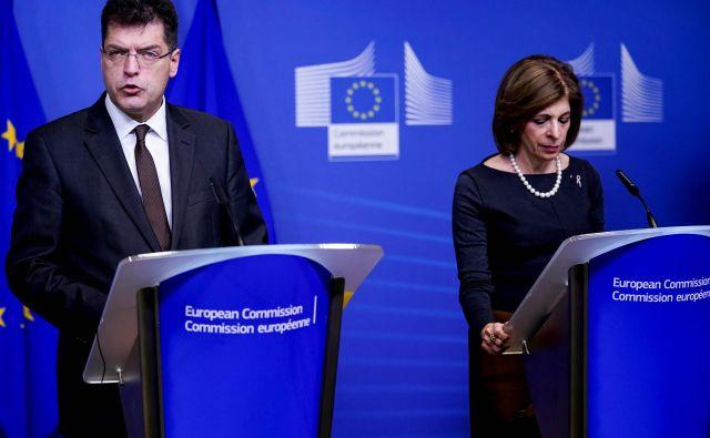 Evropski komisar <strong>Janez Lenarčič </strong>je prepričan, da bi bi bila politizacija obžalovanja vredna. Komisarka za zdravje <strong>Stela Kiriakides</strong> opozarja, da virusi ne poznajo meja. FOTO: Kenzo Tribouillard/AFP